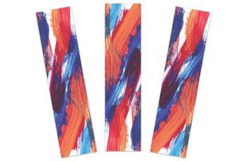 Foto mostra três marcadores de páginas com arte semelhante