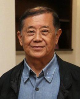 foto de Massaro Takahasi, um senhor com cabelos curtos, com camisa azul e uma jaqueta preta