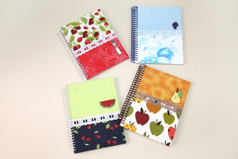 Foto de quatro cadernos com capaz em tecidos e estampas de frutas